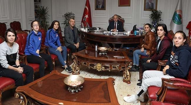 Milli Takım Sevincini Başkan Demirtaş İle Paylaştılar