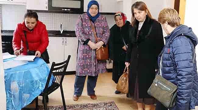 Bayan Demirtaş, Kimse Yoksa Biz Varız
