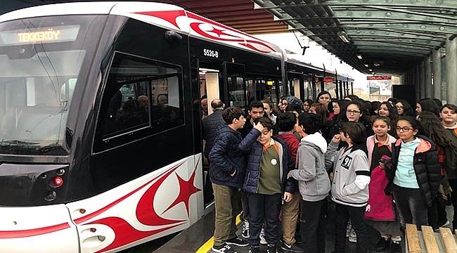 Öğrencilere Toplu Taşımanın Faydaları Anlatılıyor