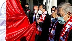 19 Mayıs Stadyumundaki Futbol Şehitlerimizin Anıtının Açılışı Yapıldı